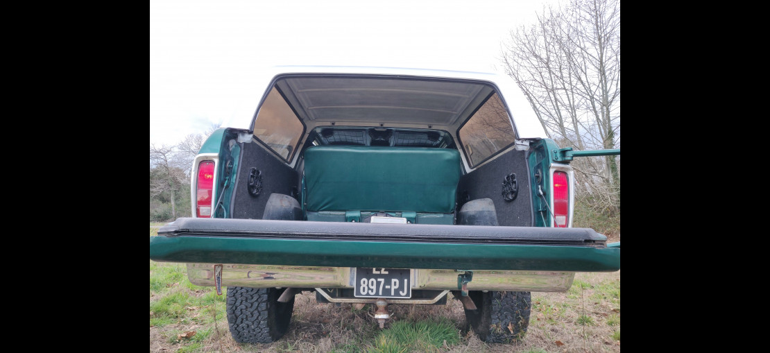 image-0 Ford Bronco